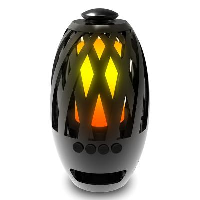 LED‑lampa med brinnande flamma och Bluetooth högtalare